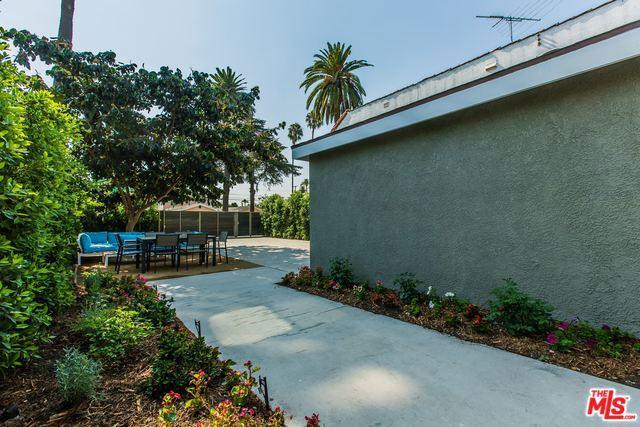 2741 S PALM GROVE Avenue, Los Angeles CA: http://media.crmls.org/mediaz/CF322628-04EE-4C17-965F-F45EB615E791.jpg