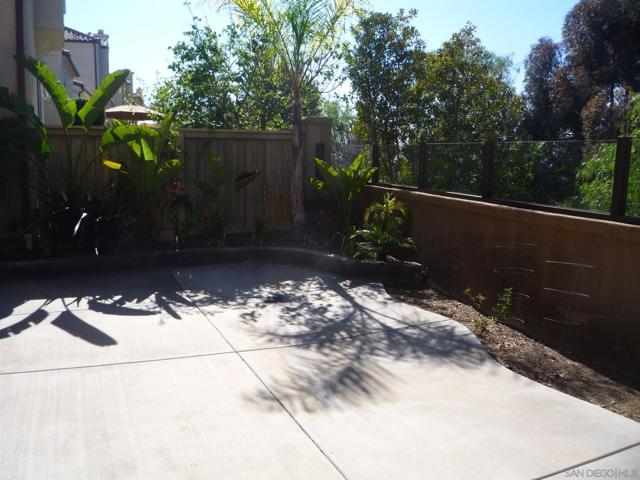 11880 Miro Cir, San Diego CA: http://media.crmls.org/mediaz/CF9A7901-99F4-404D-9D3B-9CAAEE7DD789.jpg