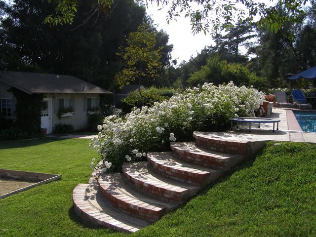144 La Patera Drive, Camarillo CA: http://media.crmls.org/mediaz/CFA6EBB2-CF21-419A-935E-4C013D785831.jpg