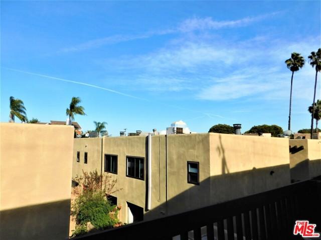 940 E 3Rd Street, Long Beach CA: http://media.crmls.org/mediaz/CFB36F6C-E9BB-4D95-AD32-339C956F63CE.jpg