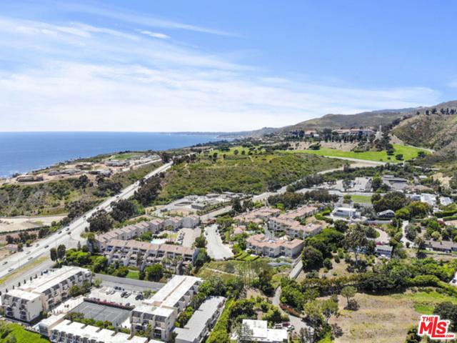 23926 De Ville Way, Malibu CA: http://media.crmls.org/mediaz/CFB777E3-6B91-471A-B758-3E8391436A56.jpg
