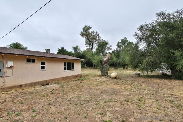 17550 Highway 67, Ramona CA: http://media.crmls.org/mediaz/D081EE23-91B5-49DD-AFFF-1ADA31B45A9E.jpg