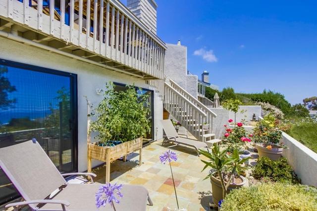 13330 Caminito Mar Villa, Del Mar CA: http://media.crmls.org/mediaz/D0DB41F2-CBDC-4C69-BF60-1D202FCCD21E.jpg