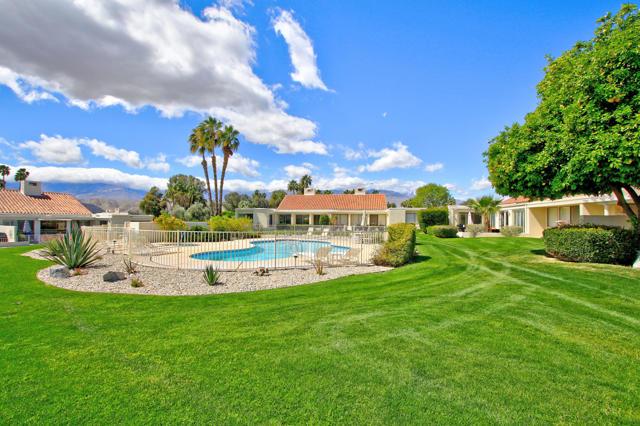 34800 Mission Hills Drive, Rancho Mirage CA: http://media.crmls.org/mediaz/D12746FE-1C83-45B8-859E-2E25211A0235.jpg