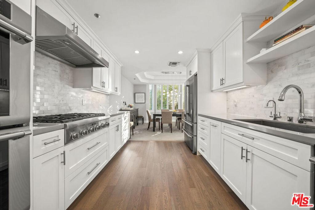575 S Barrington Avenue # 309 Los Angeles CA 90049