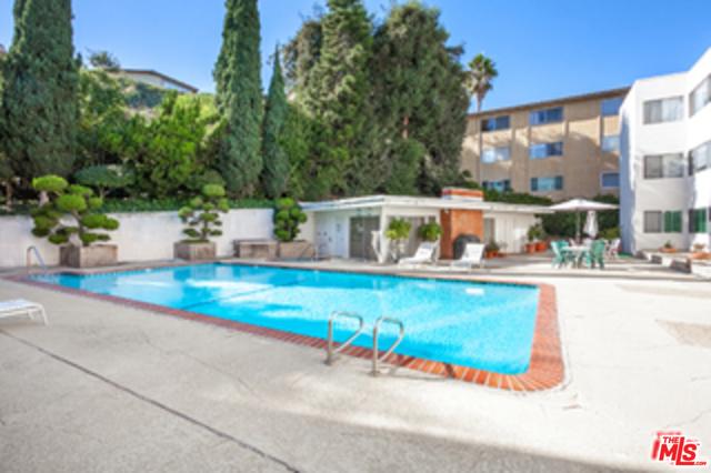 5700 Ravenspur Drive, Rancho Palos Verdes CA: http://media.crmls.org/mediaz/D1535DF4-AE89-49E1-AE18-790E5DAA30AF.jpg
