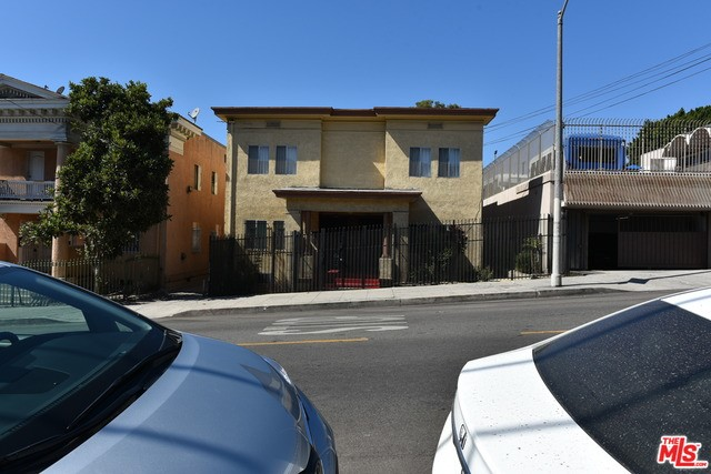 319 S UNION Avenue, Los Angeles CA: http://media.crmls.org/mediaz/D1756E3D-712D-44D8-9C7F-65038396B38B.jpg
