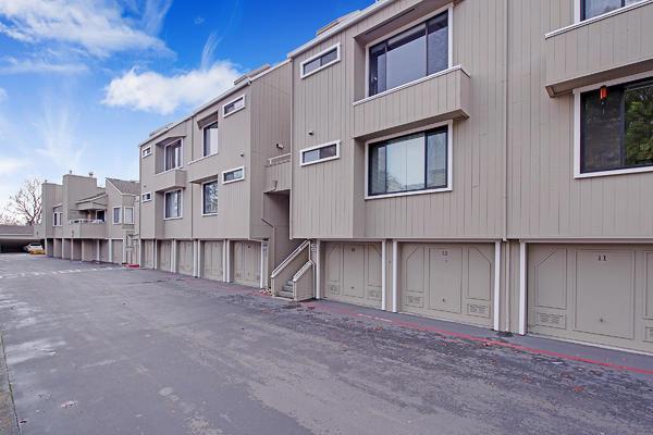 1806 Braddock Court, San Jose CA: http://media.crmls.org/mediaz/D1B14AE5-A341-4C12-9A46-71AECFA95C33.jpg