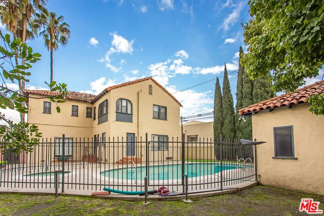 Single Family Home for Sale at 6112 Maryland Drive Los Angeles, California 90048 United States
