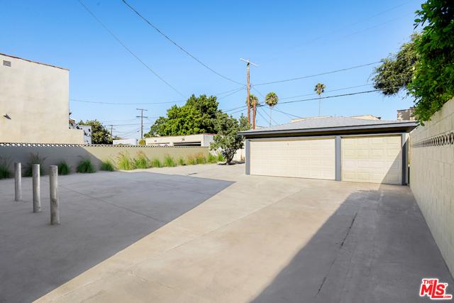 1166 S Cochran Avenue, Los Angeles CA: http://media.crmls.org/mediaz/D2465460-7108-475C-8C9A-798794547D64.jpg