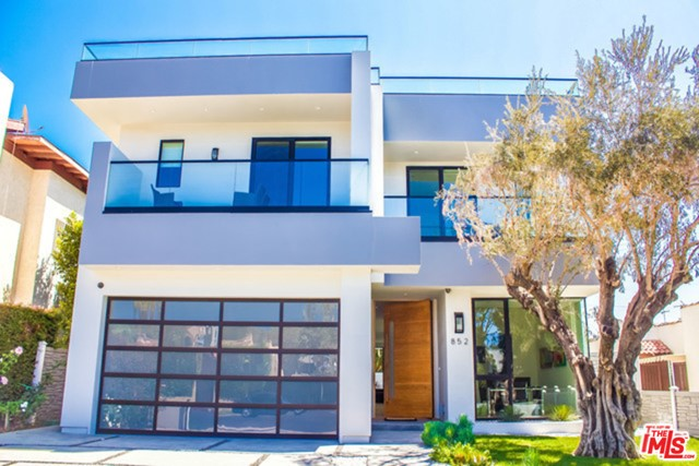 852 N VISTA Street, Los Angeles CA: http://media.crmls.org/mediaz/D26F90EA-4B33-4E41-8261-C1BF47A23703.jpg