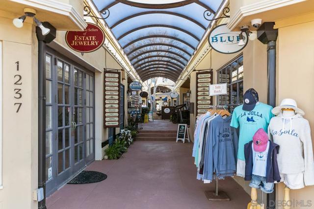 7811 Eads Avenue, La Jolla CA: http://media.crmls.org/mediaz/D2A70214-B5AF-4E4F-80C6-828BAA4567D1.jpg