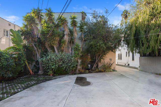 1020 S ALFRED Street, Los Angeles CA: http://media.crmls.org/mediaz/D2DCCA8D-6A99-4429-B121-51BBB2968AFC.jpg