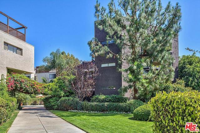 950 N Kings Road, West Hollywood CA: http://media.crmls.org/mediaz/D30D7974-6640-4903-94C7-DEF6BB2747DC.jpg