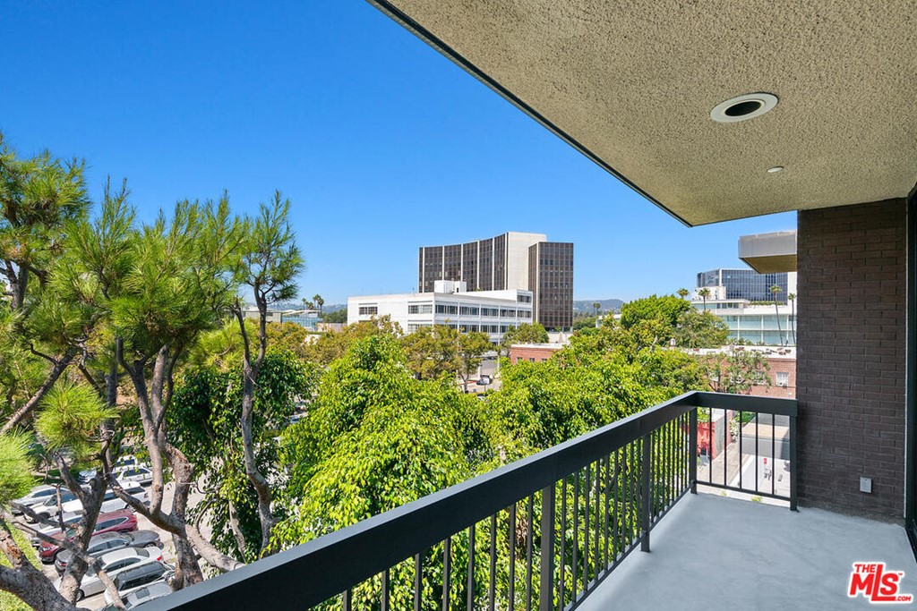 135 S Mccarty Drive # 403 Beverly Hills CA 90212