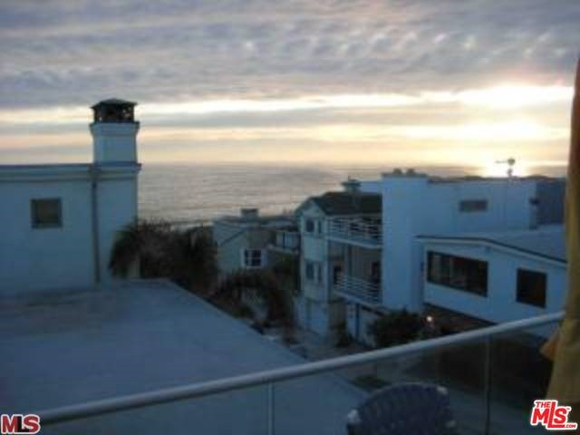 Photo of home for sale at 132 21ST Street, Manhattan Beach CA