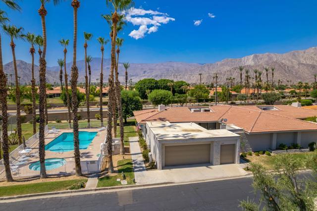 78181 Lago Drive, La Quinta CA: http://media.crmls.org/mediaz/D340E895-A630-417D-8171-B75440913E92.jpg