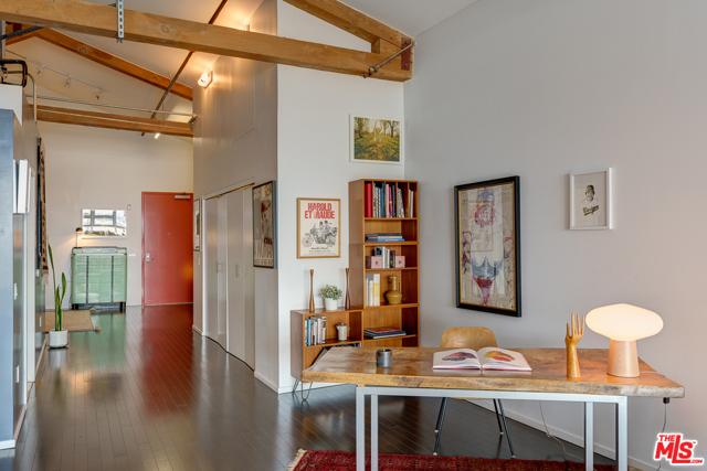 530 S Hewitt Street, Los Angeles CA: http://media.crmls.org/mediaz/D38F2A8F-A72B-4761-BC1D-6AC6D5C88061.jpg