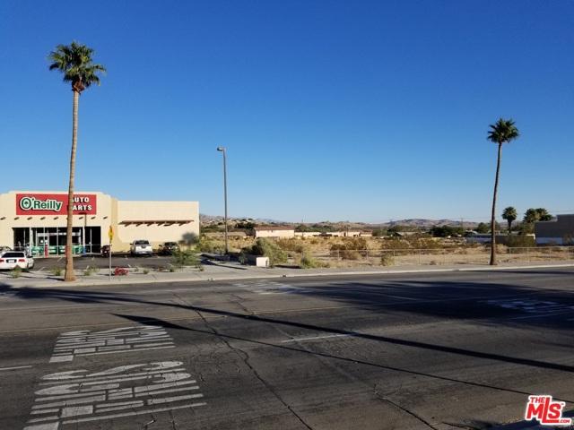 13400 Palm dr., Desert Hot Springs CA: http://media.crmls.org/mediaz/D408D996-2134-46DA-BD40-8B1B8D228D98.jpg