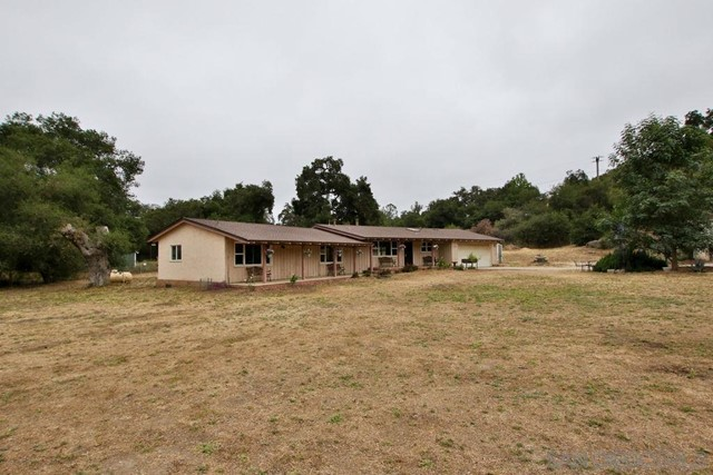 17550 Highway 67, Ramona CA: http://media.crmls.org/mediaz/D4D0B7ED-2885-4FAD-BB74-DEBA867953F1.jpg