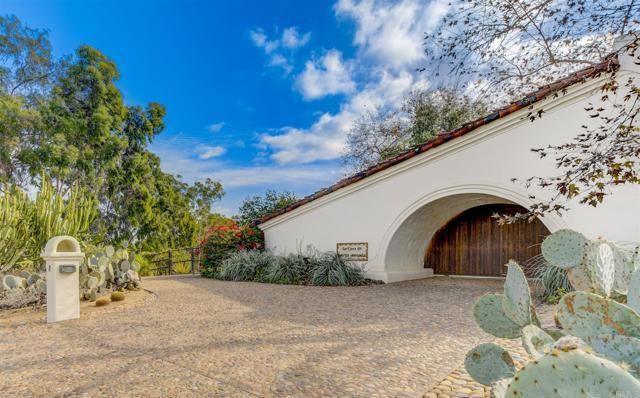 17538 El Vuelo, Rancho Santa Fe CA: http://media.crmls.org/mediaz/D4DAF060-9185-4714-8674-BAD0D17C1889.jpg