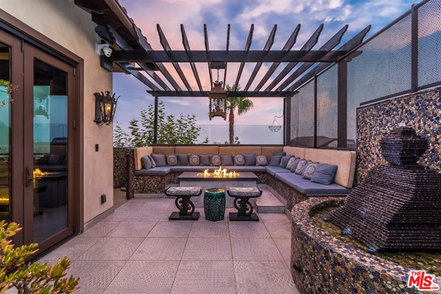 地址: 1380 Summitridge Place, Beverly Hills, CA 90210