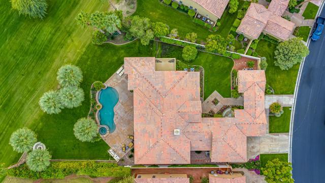 81155 Legends Way, La Quinta CA: http://media.crmls.org/mediaz/D6A60AFA-2A72-4B80-8E60-BBA62AA42C25.jpg