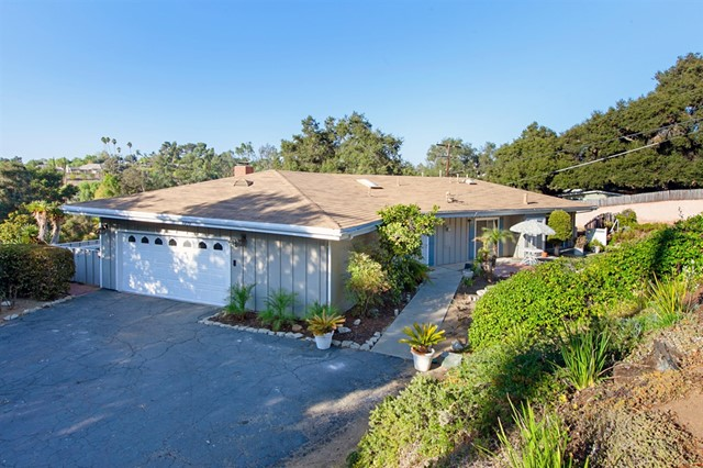 1236 Hillside Dr, Fallbrook CA: http://media.crmls.org/mediaz/D6B11FD7-39D6-4E34-A54A-A4443BA37883.jpg