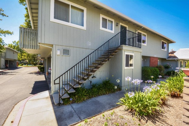 1135 Reed Avenue, Sunnyvale CA: http://media.crmls.org/mediaz/D6C09657-57AD-488D-94CF-1C56F6F0B19C.jpg