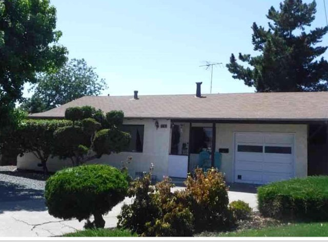 342 Oharron Drive, Hayward CA: http://media.crmls.org/mediaz/D72EF339-D8D0-4690-B7C3-3447FE58D5E1.jpg