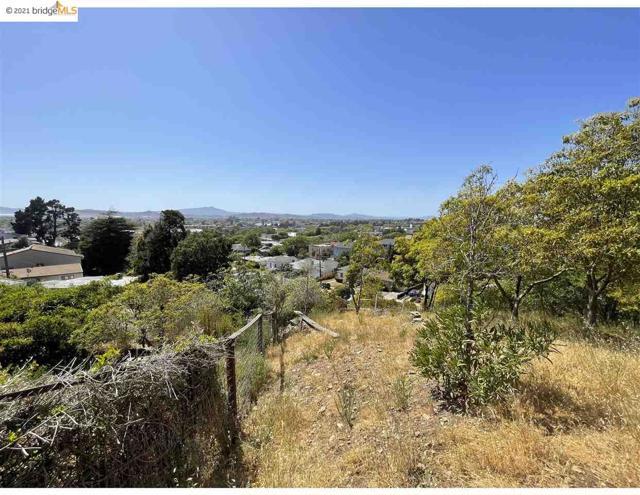 2142 Junction Ave, El Cerrito CA: http://media.crmls.org/mediaz/D75018EE-BD10-42A1-BB7A-A6A4D5B309C1.jpg