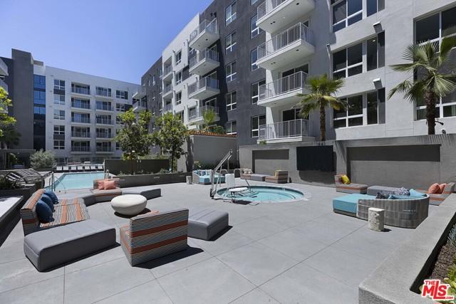 1331 N Cahuenga Boulevard, Los Angeles CA: http://media.crmls.org/mediaz/D7536BCF-DC41-4BBF-99F0-3985046BCA81.jpg