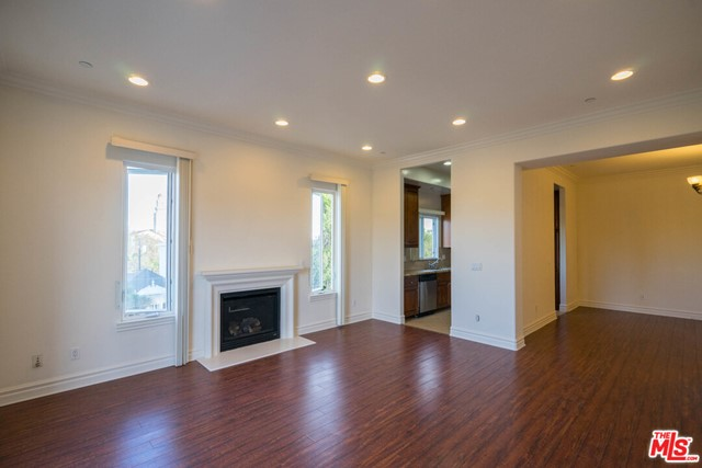 8610 Chalmers Drive, Los Angeles CA: http://media.crmls.org/mediaz/D75C1089-47B9-4106-959E-D044D8ECC6BE.jpg
