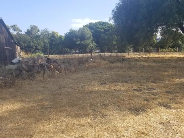 1630 Cienega Road, Hollister CA: http://media.crmls.org/mediaz/D77D1389-BEDB-497B-BD80-91B261CBBEB7.jpg