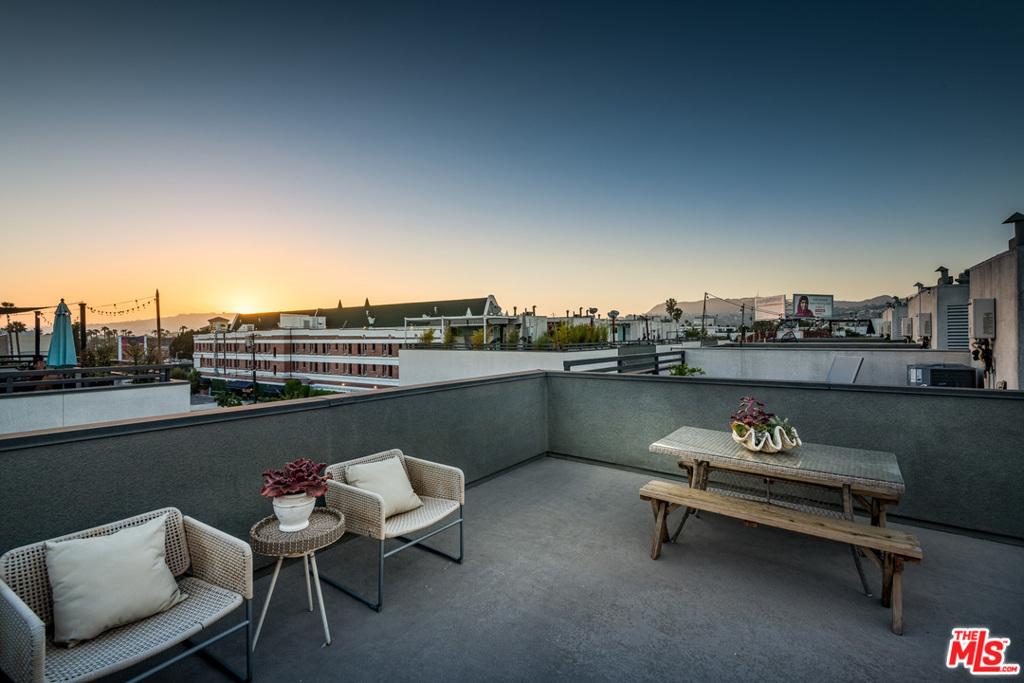 662 N GRAMERCY Place #  Los Angeles CA 90004