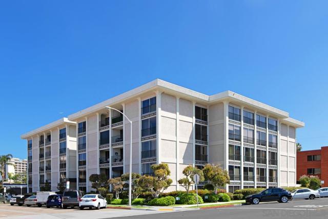7811 Eads Avenue, La Jolla CA: http://media.crmls.org/mediaz/D8895454-08BC-4814-B94B-DC3E0AD840E9.jpg