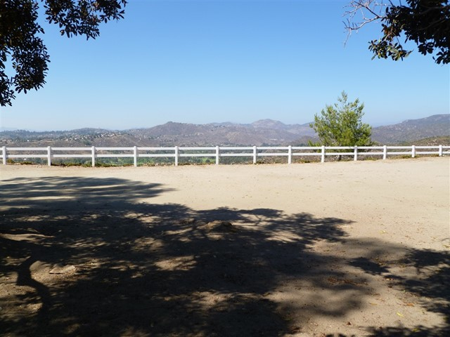 3251 Vista Cielo Ln, Spring Valley CA: http://media.crmls.org/mediaz/D8F30D6A-932E-4426-98B7-ECBC9EE552A4.jpg