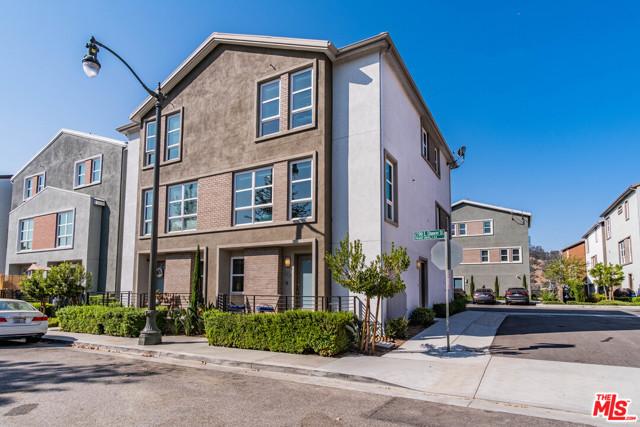 2700 E Chaucer Street, Los Angeles CA: http://media.crmls.org/mediaz/D91AD38B-8876-497F-993D-F031628FDD7E.jpg