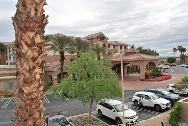 50690 Santa Rosa Plaza, La Quinta CA: http://media.crmls.org/mediaz/D9406757-BD3A-4E26-88CD-5A4EF99D2514.jpg