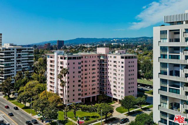 10380 Wilshire Boulevard, Los Angeles CA: http://media.crmls.org/mediaz/D9688515-2550-425F-9708-3D9D20D657AD.jpg