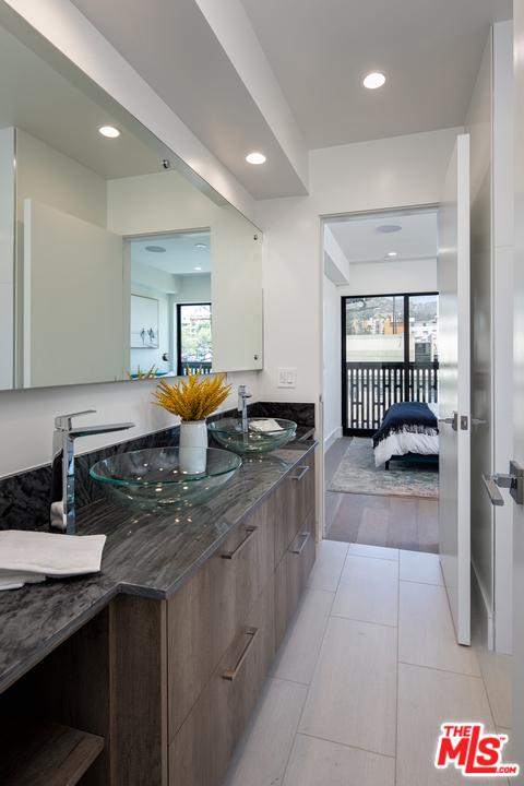 1445 Martel Avenue, Los Angeles CA: http://media.crmls.org/mediaz/D9CFF6BD-5C06-4CDF-900E-1C76AB5E734C.jpg