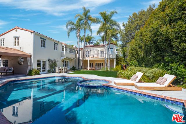 611 N Rexford Drive, Beverly Hills CA: http://media.crmls.org/mediaz/DA0BDD95-2868-4813-98C1-597803322F89.jpg