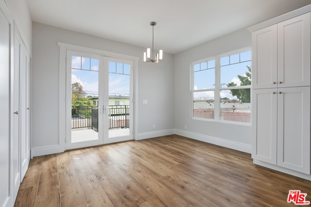 4632 St Charles Place, Los Angeles CA: http://media.crmls.org/mediaz/DAE79C70-AB1C-406D-A79B-DCB5442AF9DB.jpg