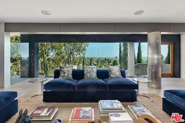 7831 Hillside Avenue, Los Angeles CA: http://media.crmls.org/mediaz/DB7080F4-34F4-4289-AD1D-18005DD357A2.jpg