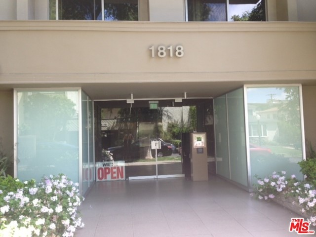 Condominium for Rent at 1818 Thayer Avenue Los Angeles, California 90025 United States