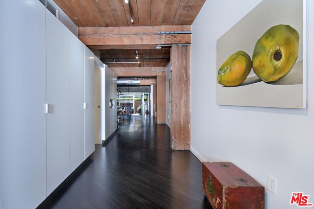 530 S HEWITT Street, Los Angeles CA: http://media.crmls.org/mediaz/DBBB5D9D-7D41-4FD6-8017-503091ABA111.jpg