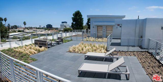 625 S BARRINGTON Avenue, Los Angeles CA: http://media.crmls.org/mediaz/DBF2D0AF-9FF5-437C-A81D-9794F51845A4.jpg