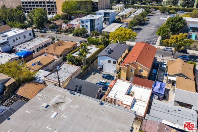 1002 N Ridgewood Place, Los Angeles CA: http://media.crmls.org/mediaz/DC4869BF-F7B0-4A66-B2FA-96D38F459C91.jpg