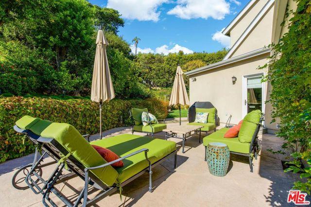 1100 Las Pulgas Place, Pacific Palisades CA: http://media.crmls.org/mediaz/DCE8E28E-9612-403E-B4D2-FB555431F4CC.jpg