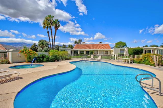 34800 Mission Hills Drive, Rancho Mirage CA: http://media.crmls.org/mediaz/DCF22C09-0FA7-4738-80F3-0F64215F0468.jpg